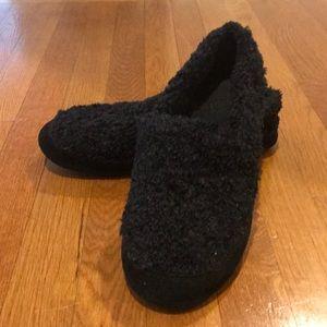 Acorn Black Fuzzy Slippers